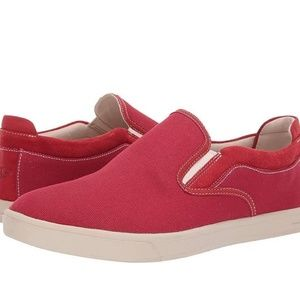 NWB! UGG Red Mateo Mens Canvas Shoes 10